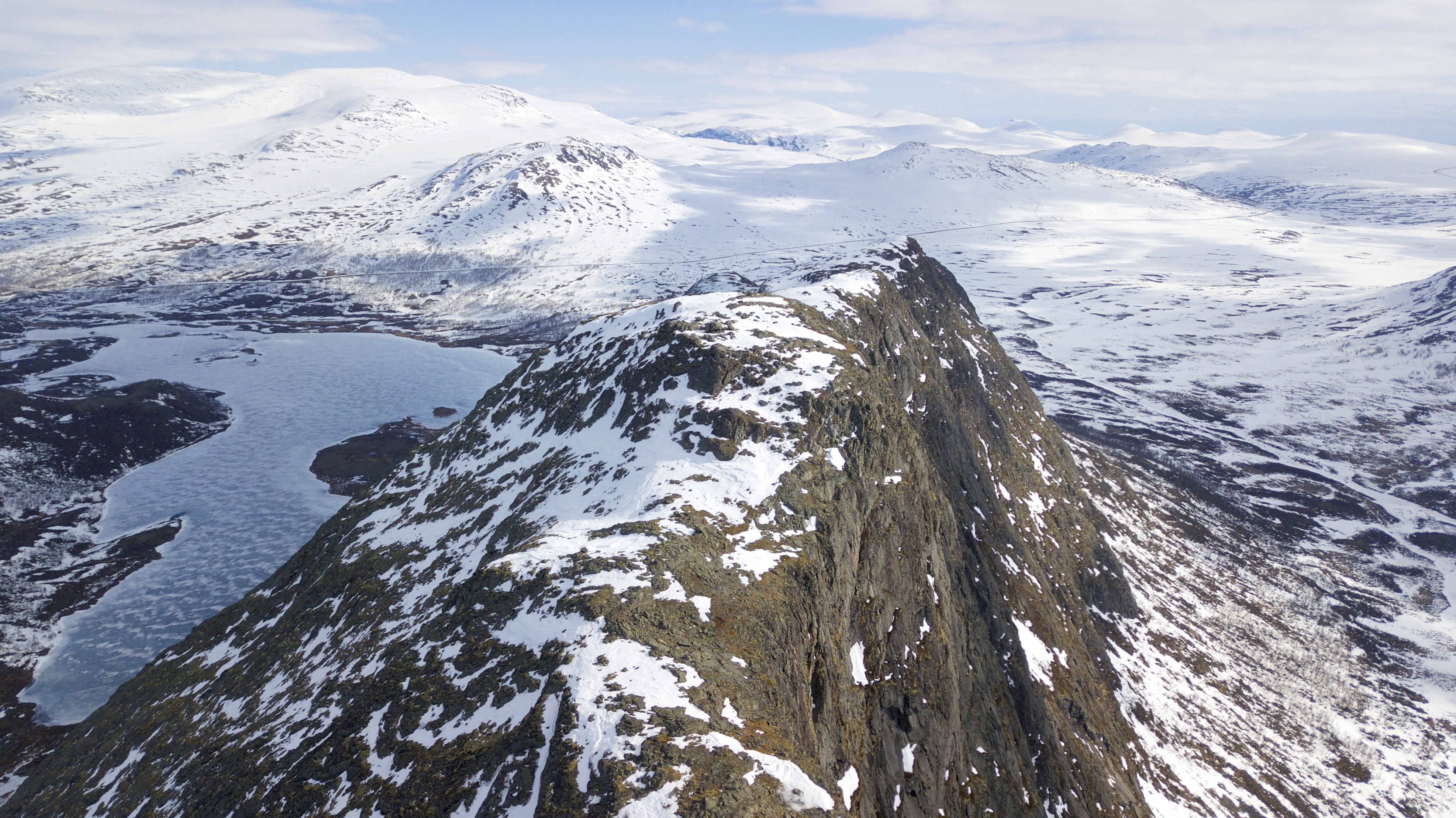 Toppen av Knutshøe (1.517 moh) ved inngangen til Jotunheimen i øst.