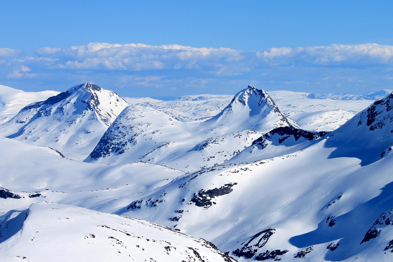 Snøholstinden og Mjølkedalstinden er topper ved Olavsbu.