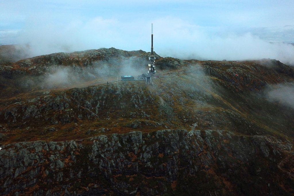 Fjellet Ulriken er det høyeste rundt bykjernen av Bergen, her med masten i front.