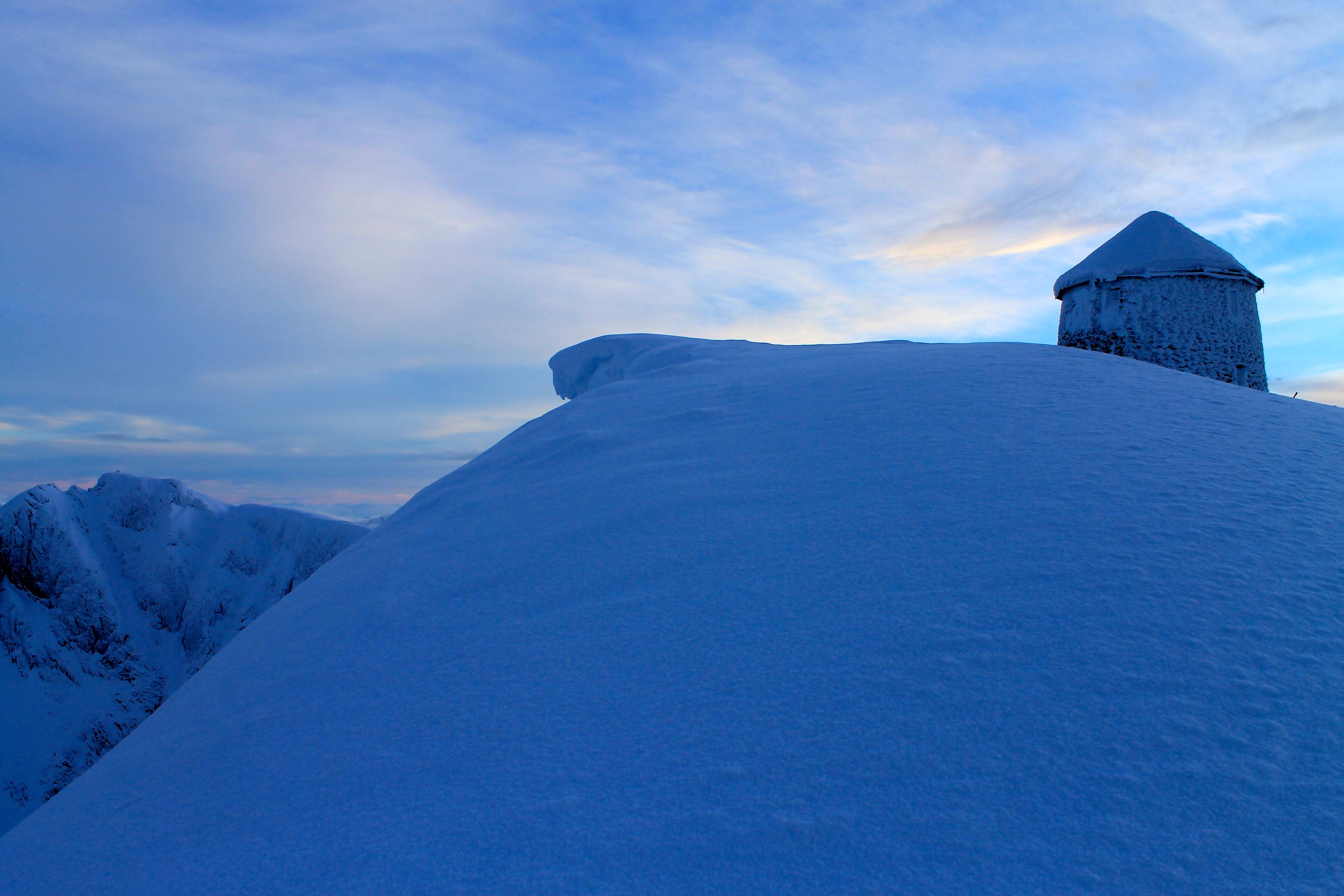 Det går mot en kald vinternattnatt i Skålatårnet.