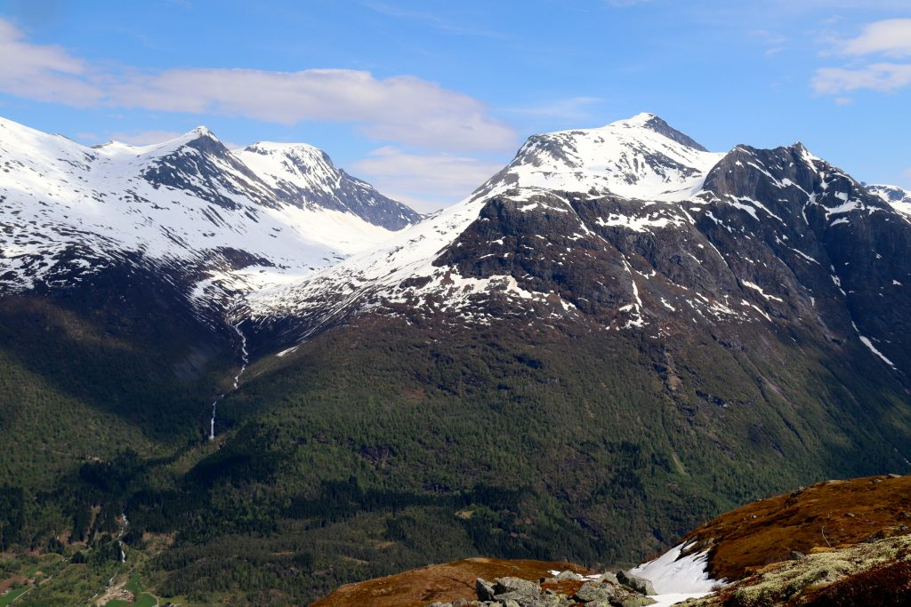 Skåla (1.853 moh) sett fra Avleinsfjellet.