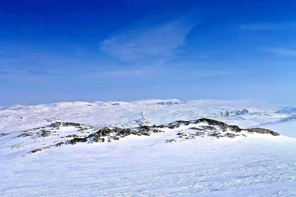 Utsikt mot Hallingskarvet fra Jøkulhytta på Hardangerjøkulen.