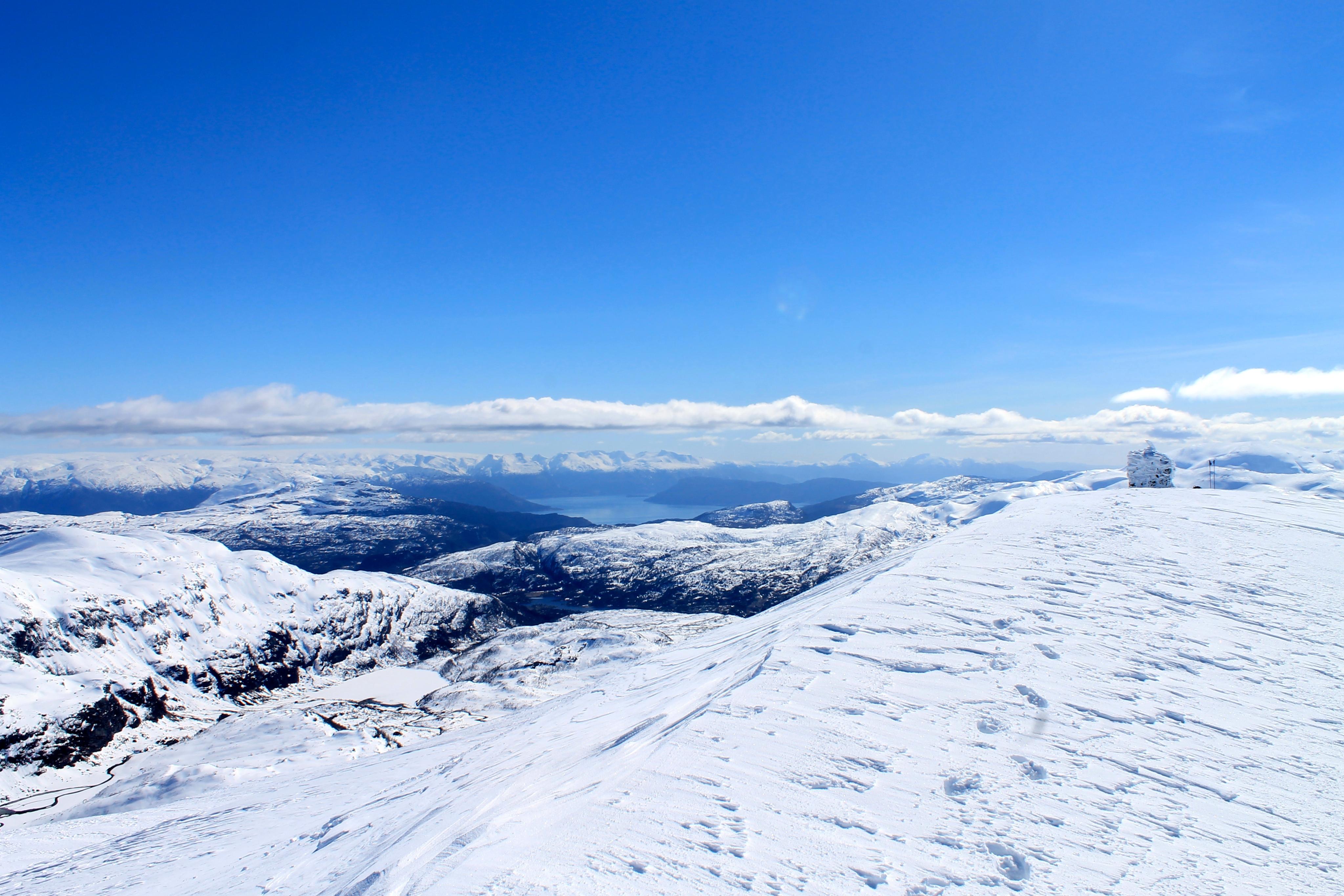 Flott utsikt over Hardanger og Rosendalsalpene fra Iendafjellet.