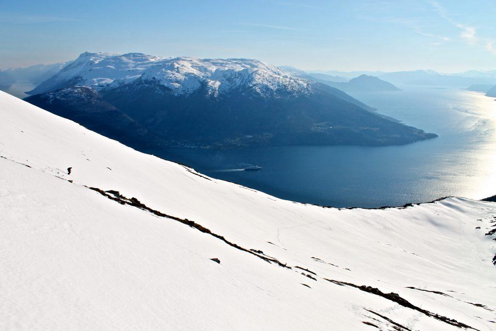 På ski ned fra Oksen i idylliske omgivelser.