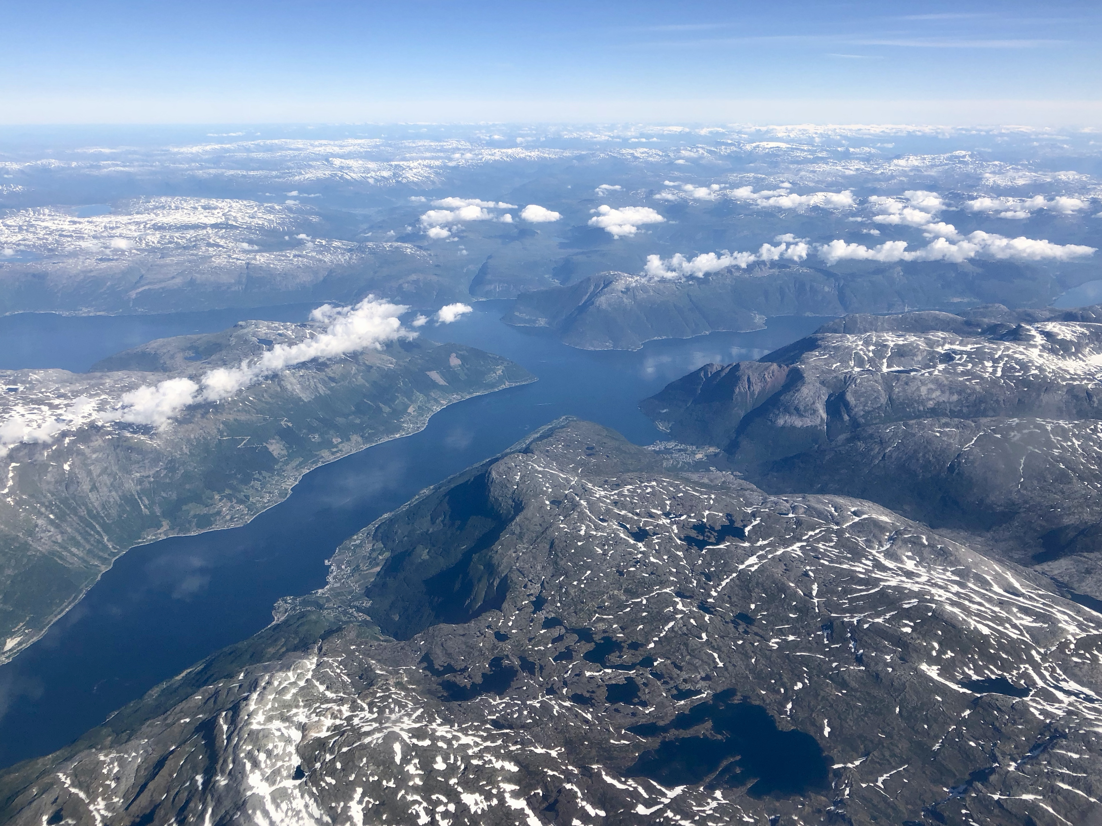 Fjordene i Hardanger møtes rundt Oksen (midt i bildet)