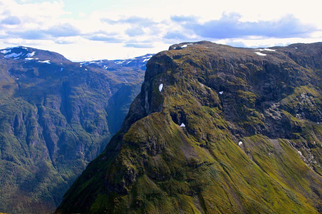 Bakkanosi (1.398 moh) sett fra Rimstigfjellet (1.299 moh).