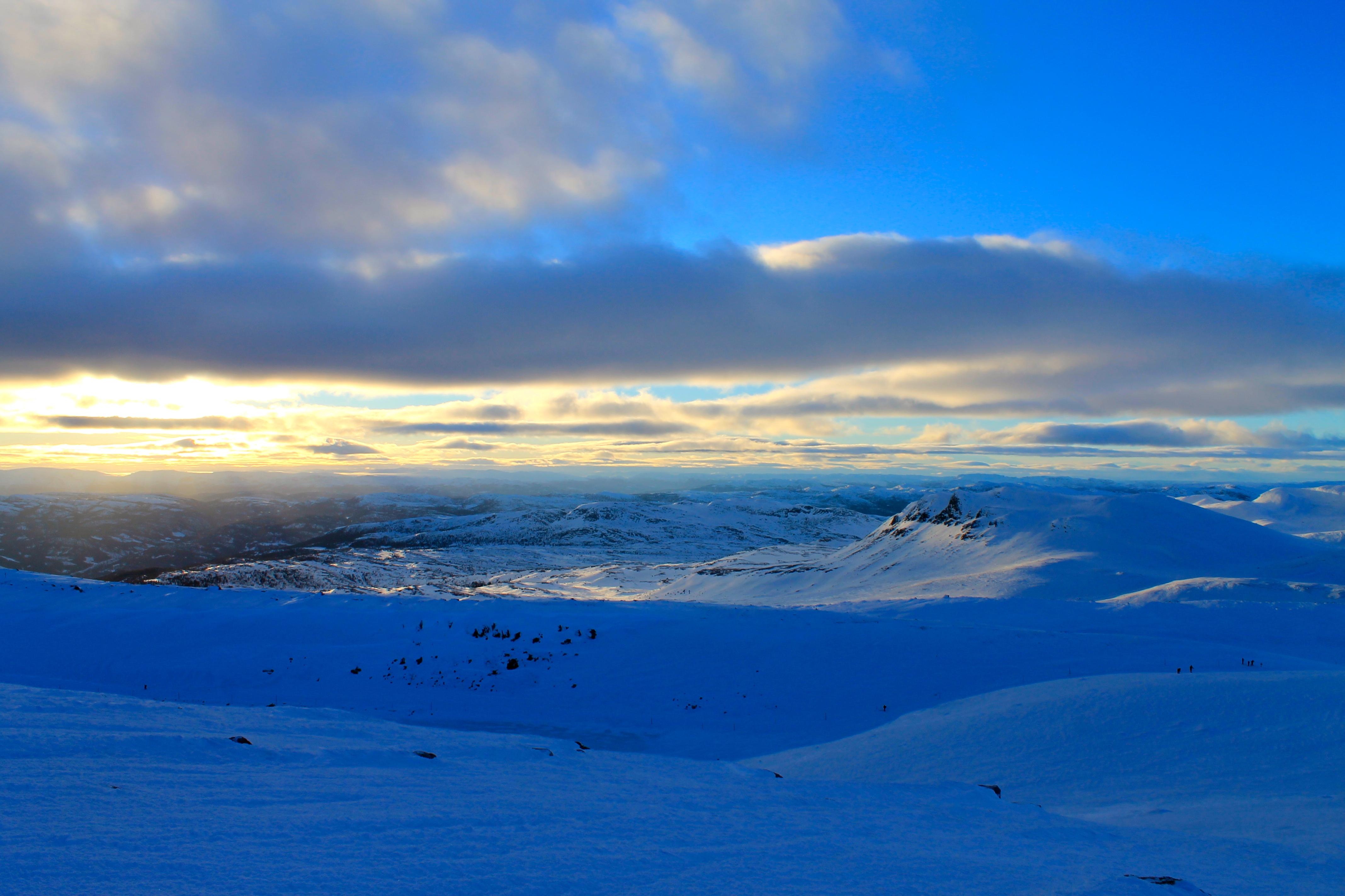 Utsikt mot Hardangervidda. Ranten til høyre i bildet.