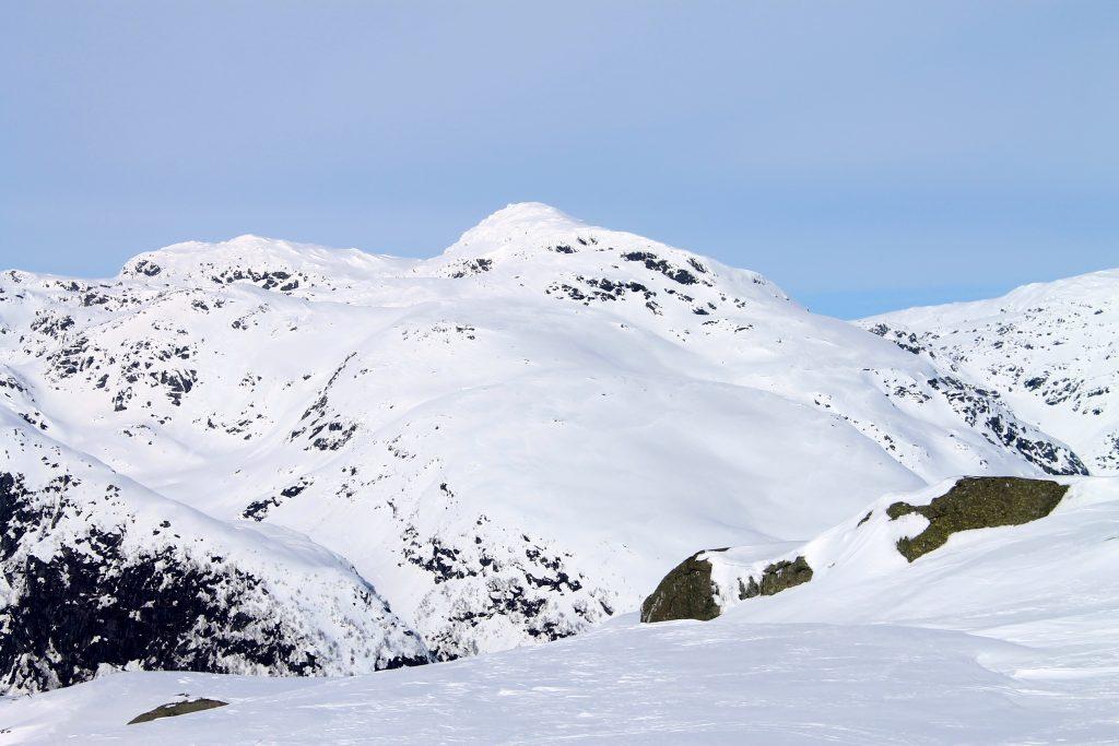 Nabotoppen til Torefjell, Skrott (1.320 moh), er også en fin skitopp.