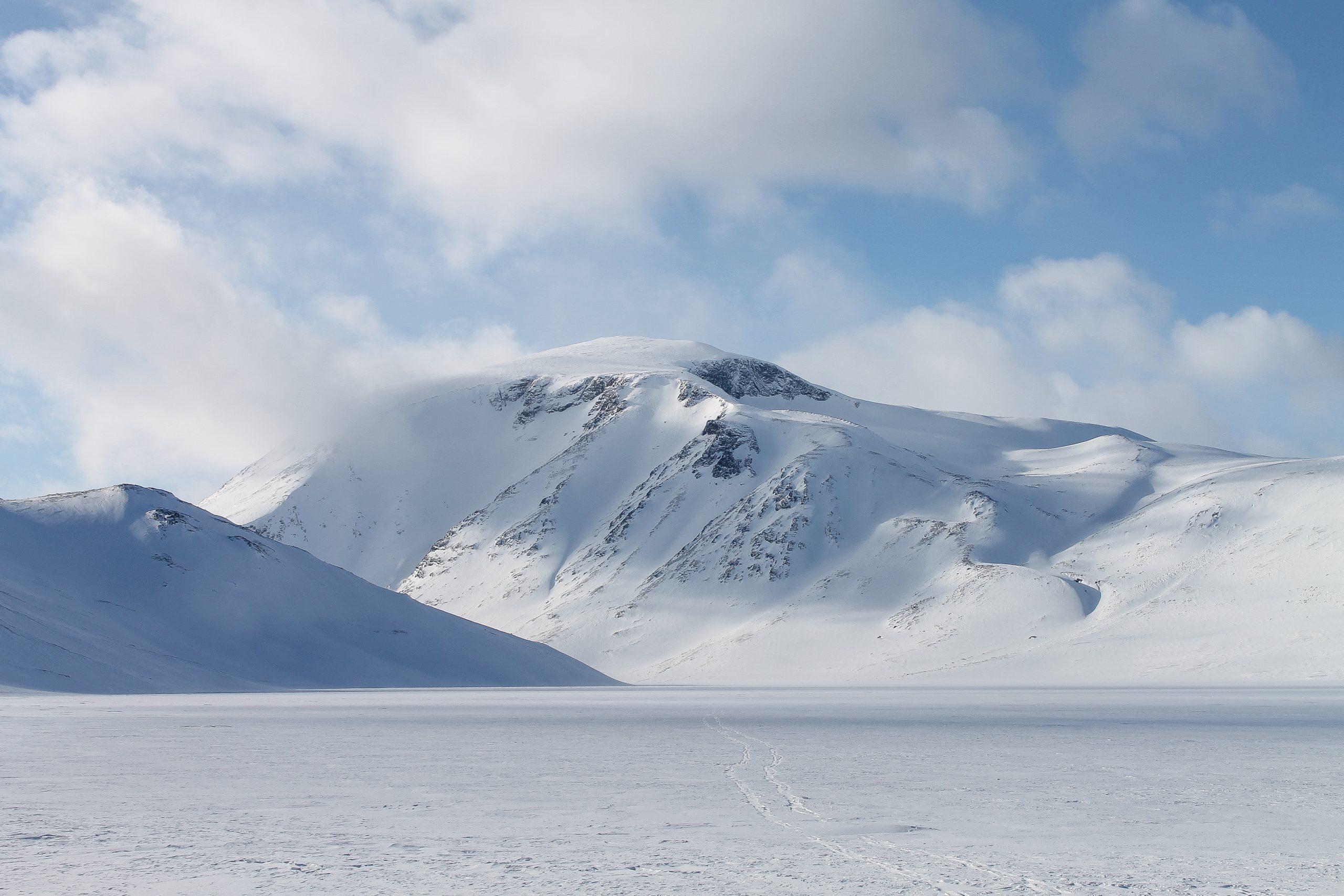 Besshøe (2.258 moh) en godt synlig kjempe ved Gjende. Her sett fra Bessvatnet i øst.