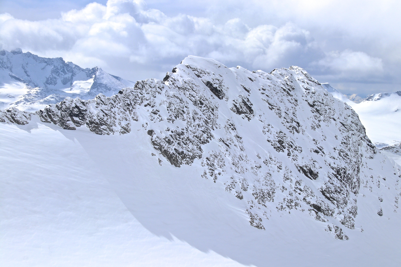 Skeie (2.118 moh) i Smørstabbtind-massivet har en fin og kvass rygg.