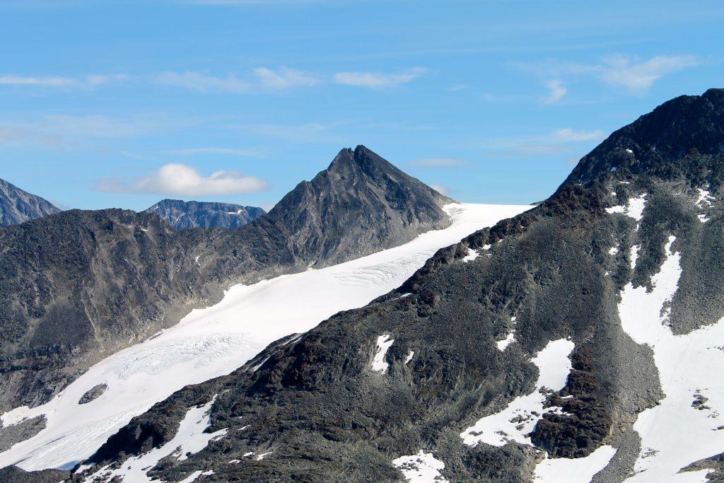 Visbrean og Semelholstinden sett fra toppen av Kyrkja.