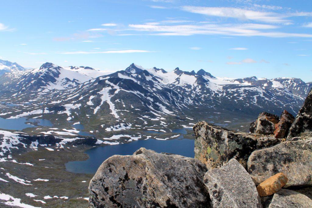 Stetinden, Storebjørn og resten av Smørstabbtindan sett fra Kyrkja.