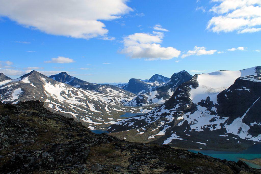 Utsikt mot Mjølkedalstinden som ligger ved Olavsbu.