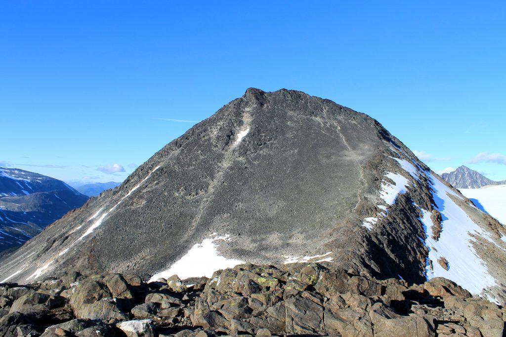 Visbretinden (2.234 moh) er en topp med utsikt midt i Jotunheimen.