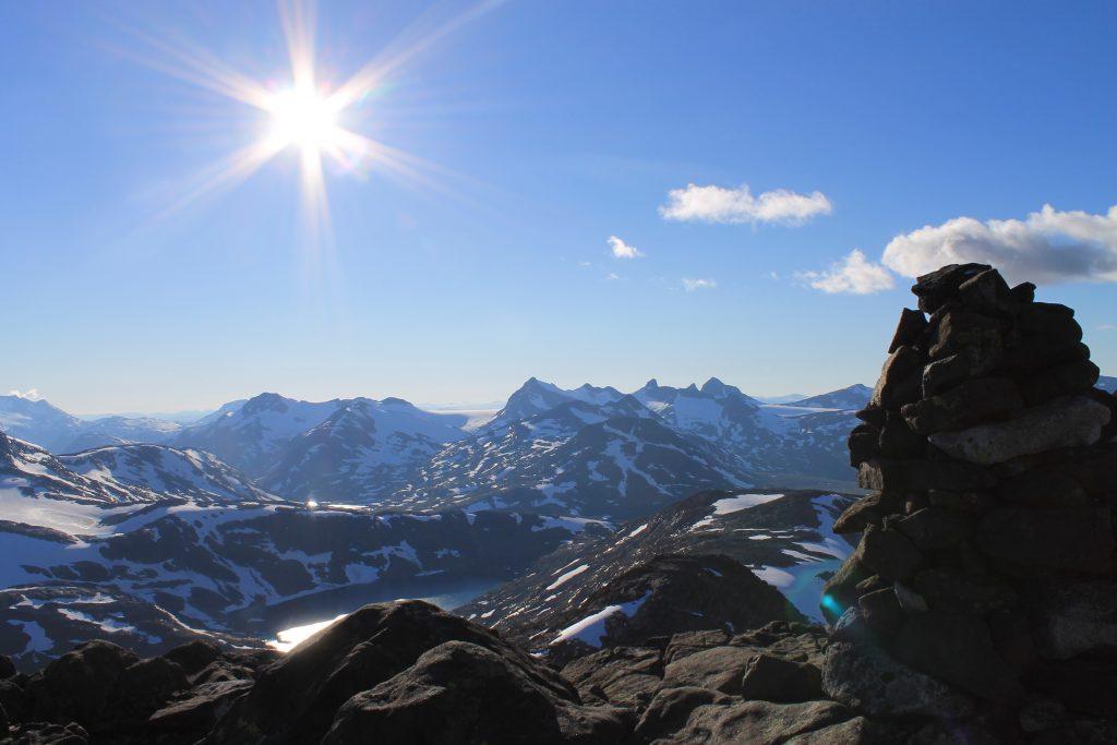 Ved varden på Langvasshøe, like ved Visbretinden, er det også flott utsikt.