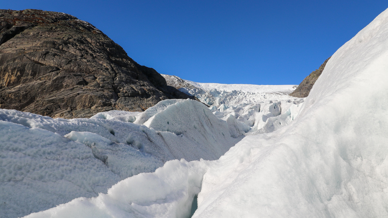 Nigardsbreen har mange flotte isformasjoner og sprekkområder.
