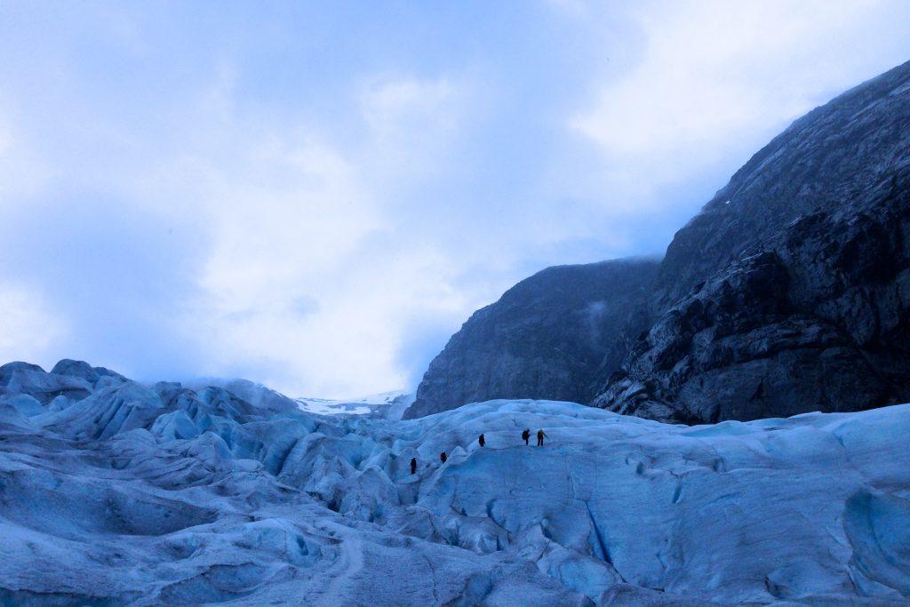 Nigardsbreen er en av brearmene som strekker seg aller lengst ned fra Jostedalsbreen.