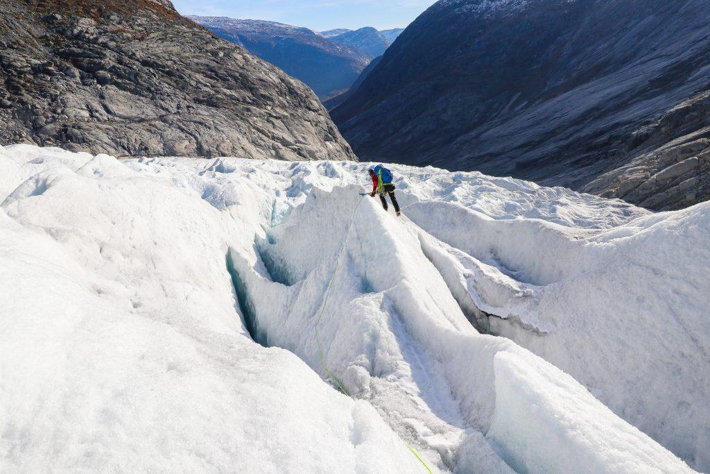 Nigardsbreen har mange flotte sprekkformasjoner og mer krevende is som er morsom å leke seg i.
