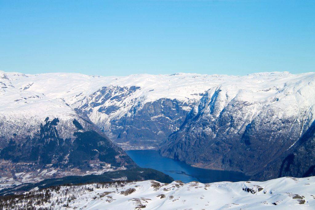 Utsikt inn i Osafjorden mot Osa fra Midtfjell i Hardanger.