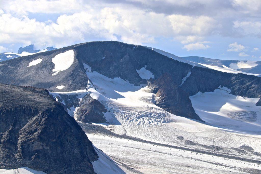 Leirhøe (2.330 moh) sett fra Søre Veotinden.