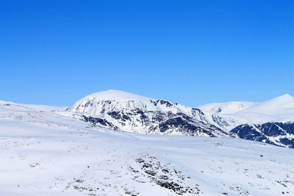 Vi skimter toppen av Besshøe på vei opp mot Rasletinden.