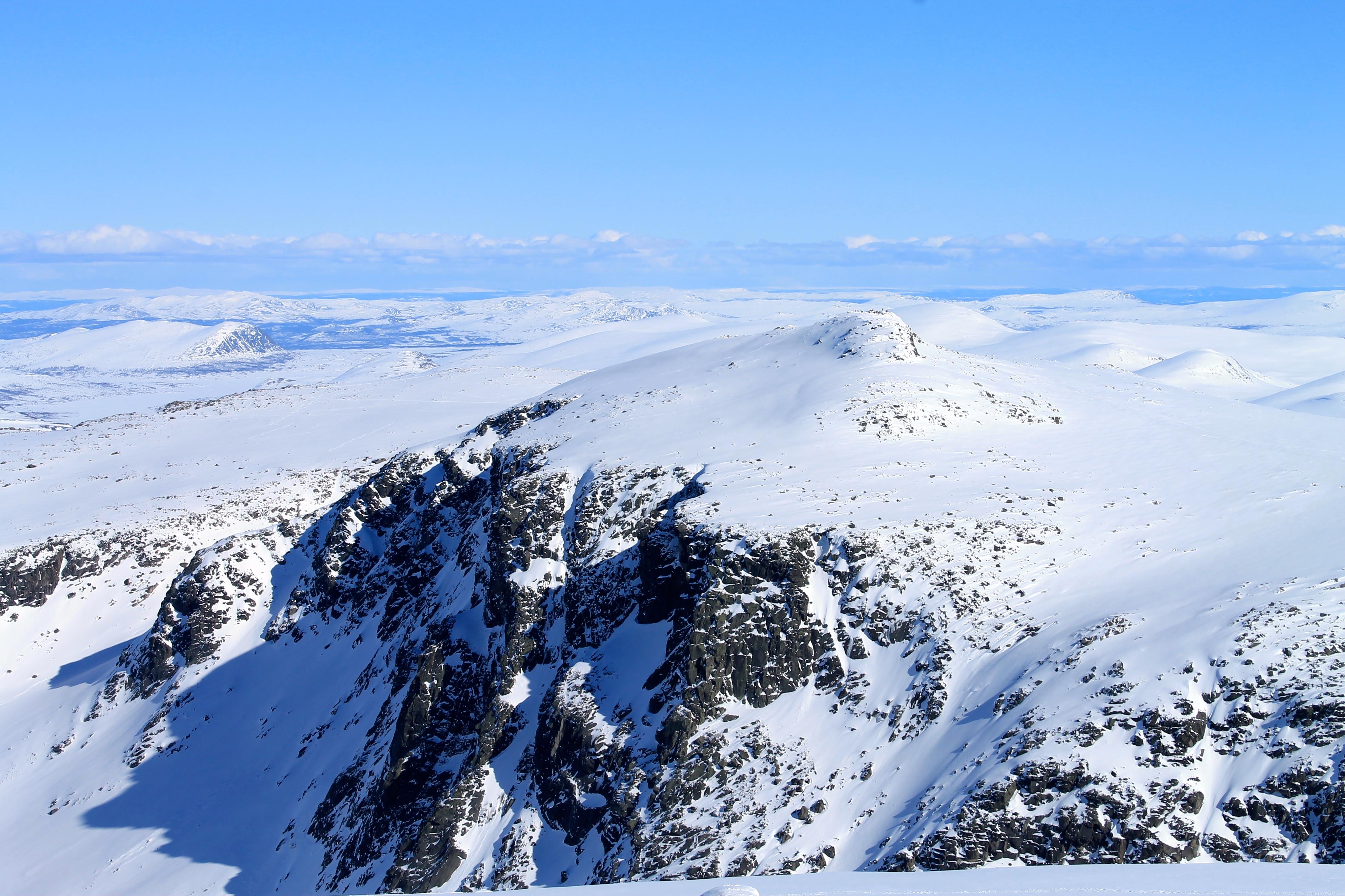 Rasletinden er en enkel, men flott topptur helt vest i Jotunheimen.
