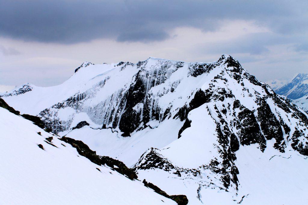 Dalegubben-massivet (1.344). Dette er en fin topptur fra Sæbø.
