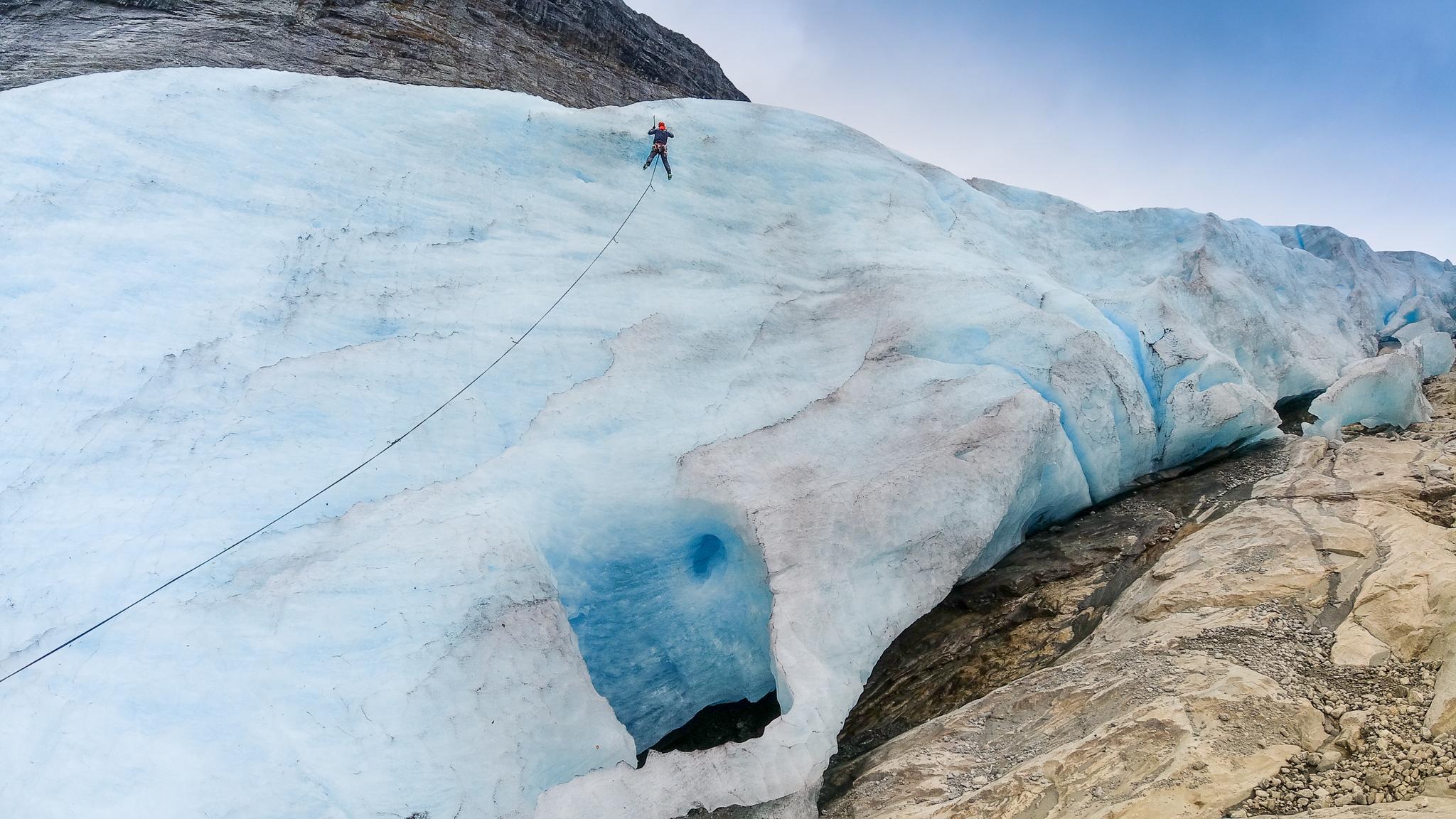 Nedre brefronten på Fåbergstølsbreen er fin å isklatre.
