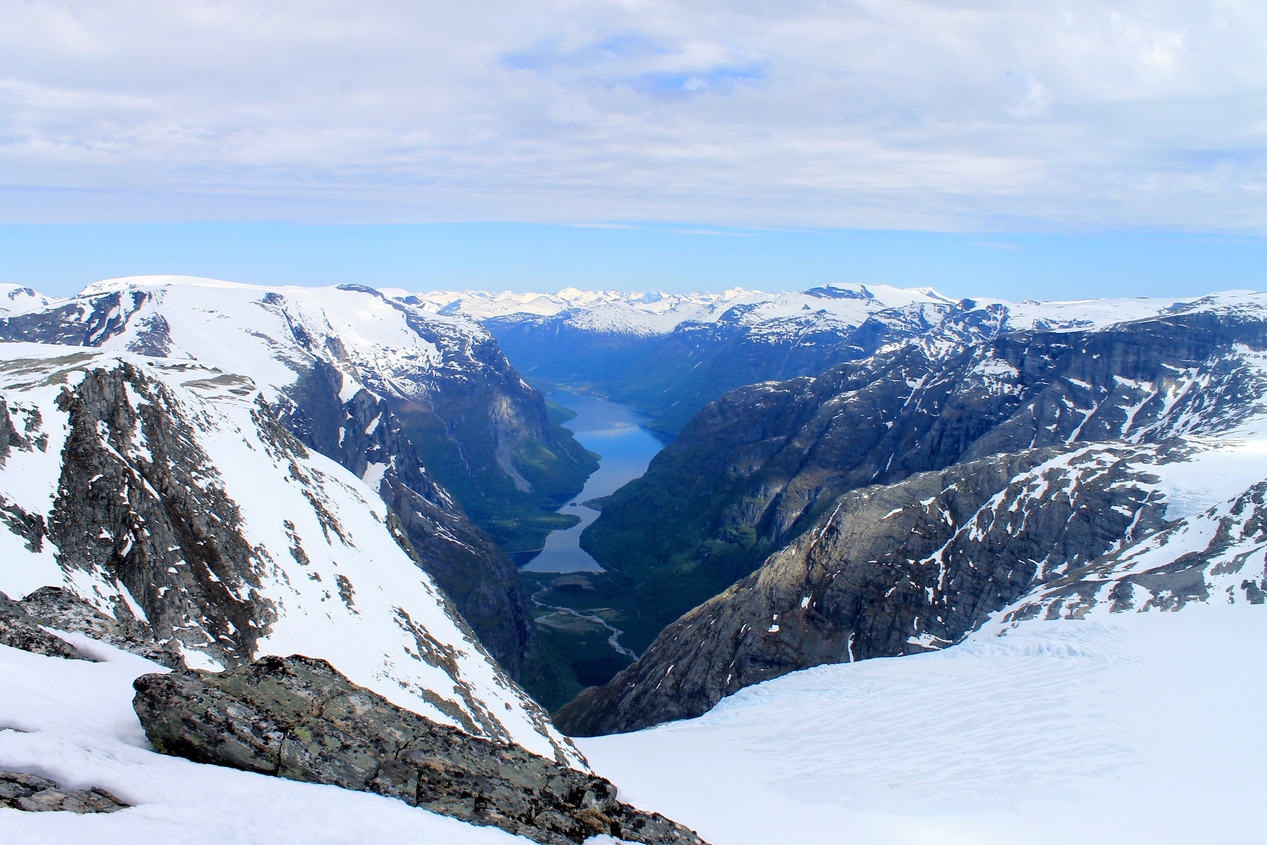 Kjenndalskruna (.1.830 moh) er en fin avtikker med fin utsikt mot Loen og Kjenndalen.