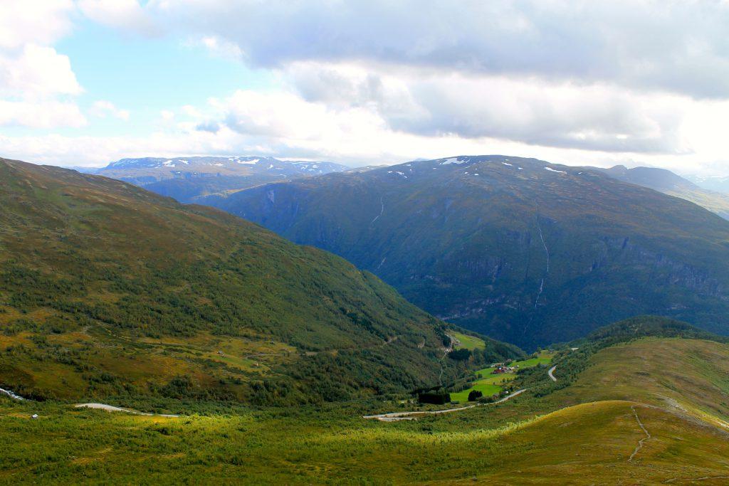 En kan starte turen fra veien over Aurlandsfjellet ved Bjørgo.