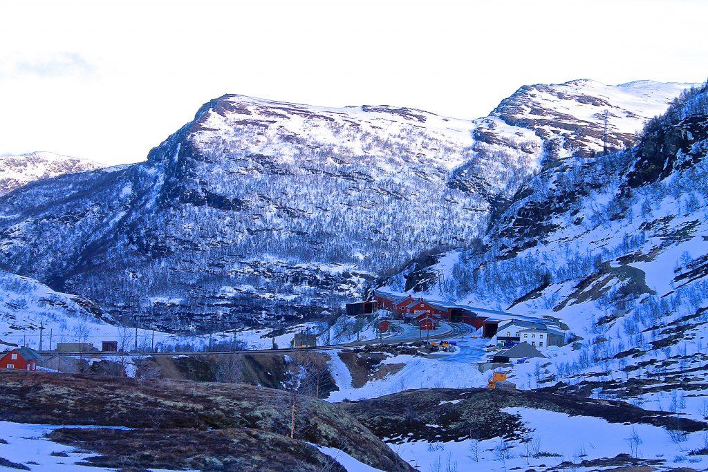 Vel nede på Myrdal stasjon markerer slutten på vår tur over Vossaskavlen.