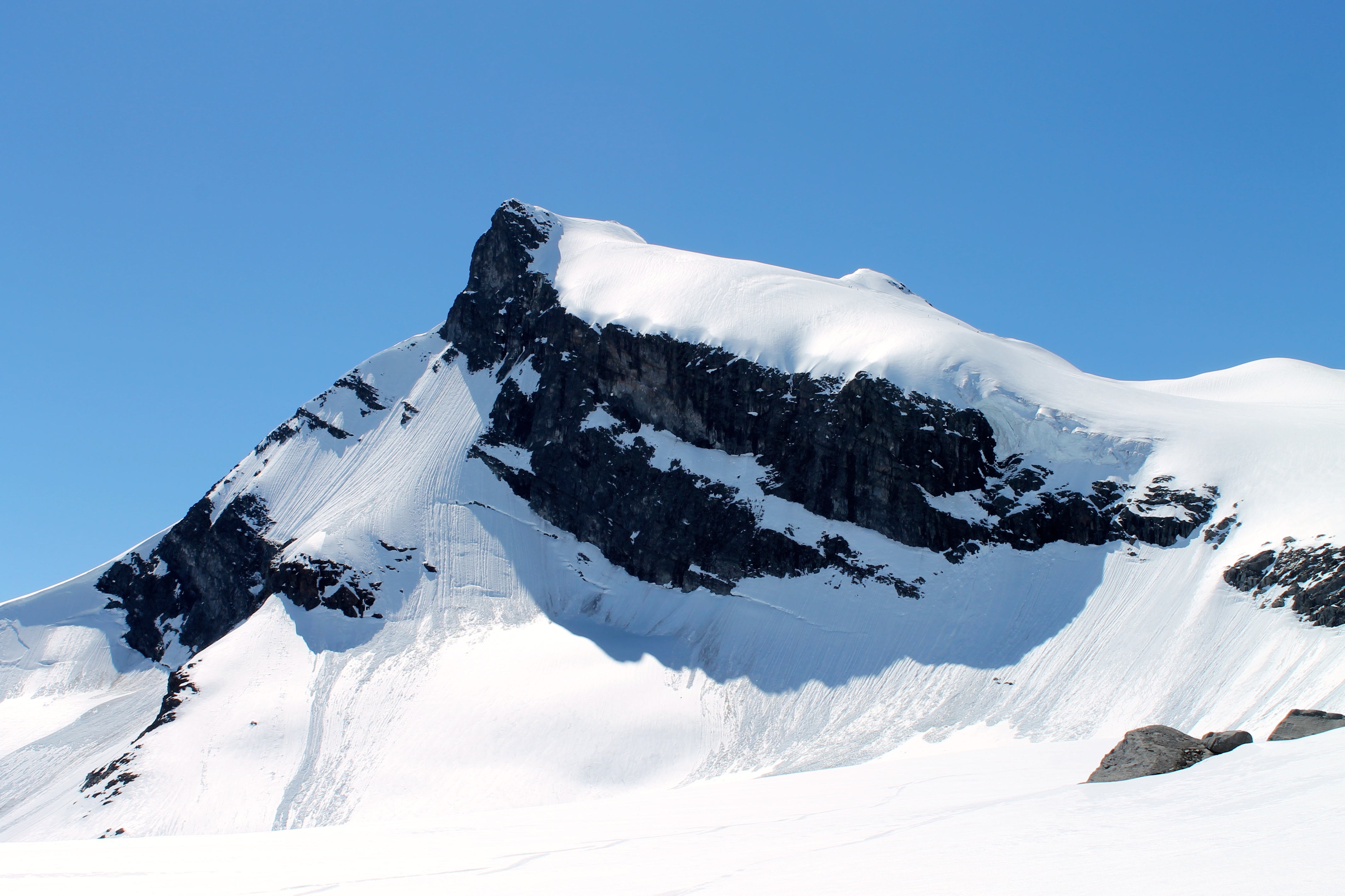 Storebjørn (2.222 moh) i Jotunheimen.