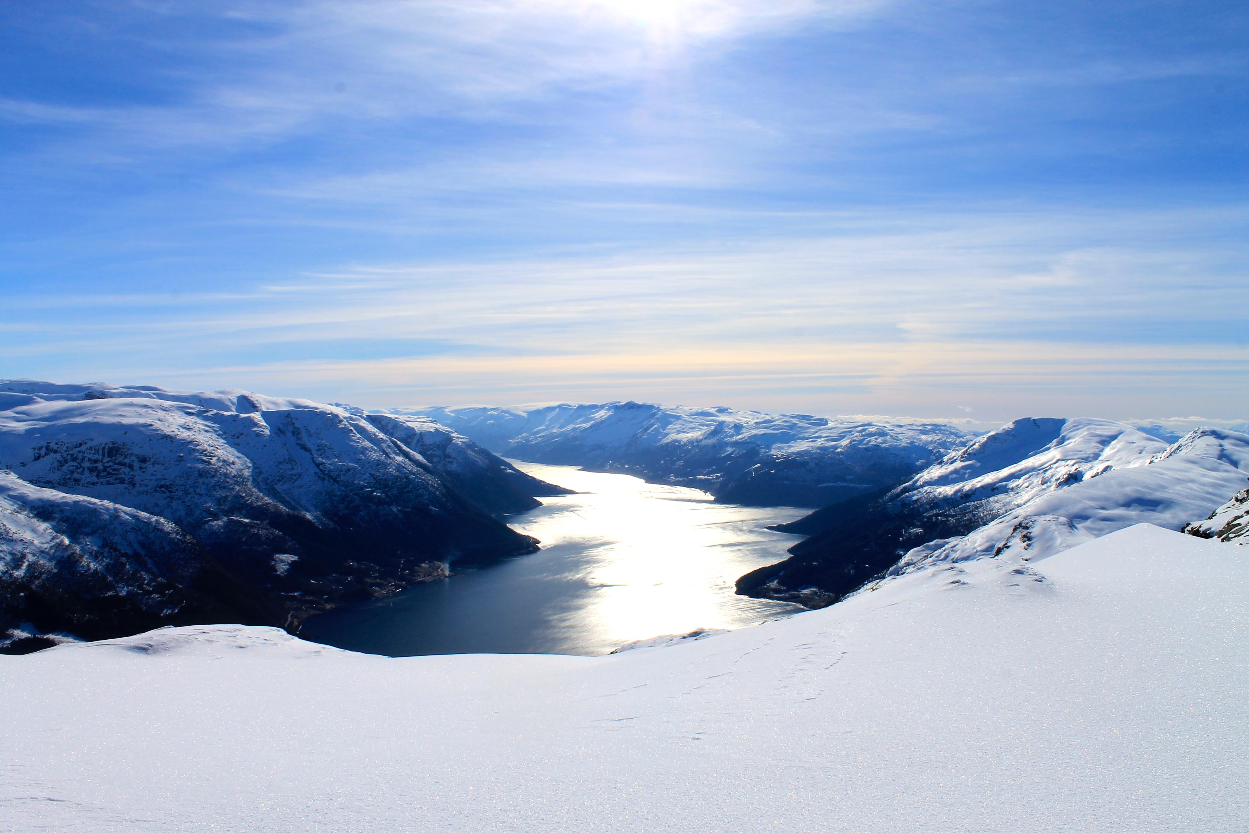Hardangerfjorden sett fra Midtfjell.