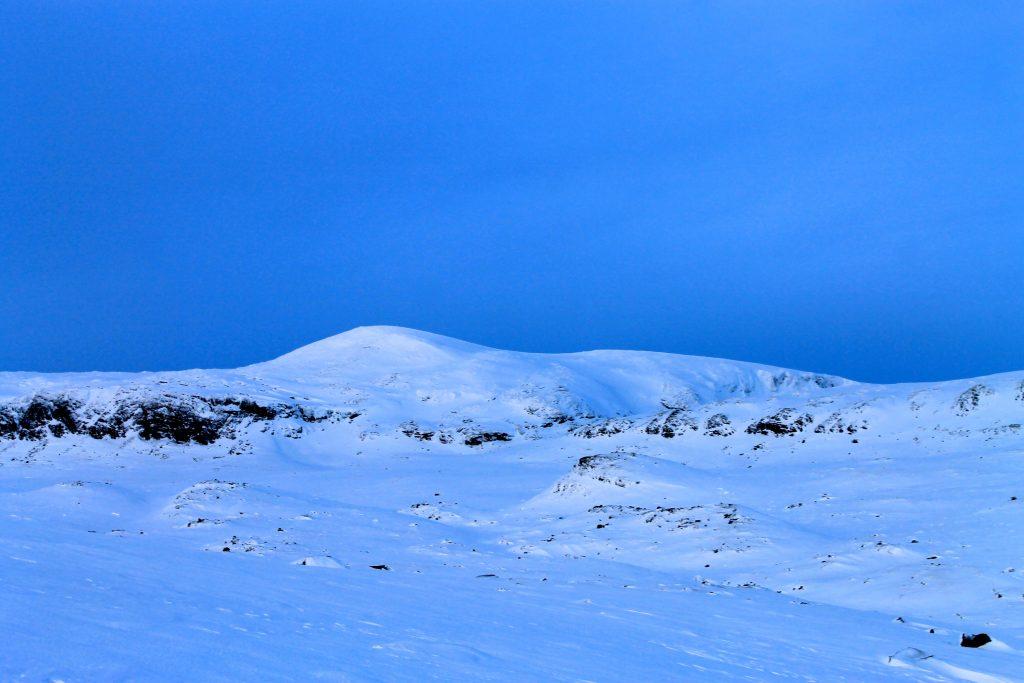 Folarskardnuten (1.933 moh) er ikke bare den høyeste toppen på Hallingskarvet, men også den høyeste sør for Jotunheimen.