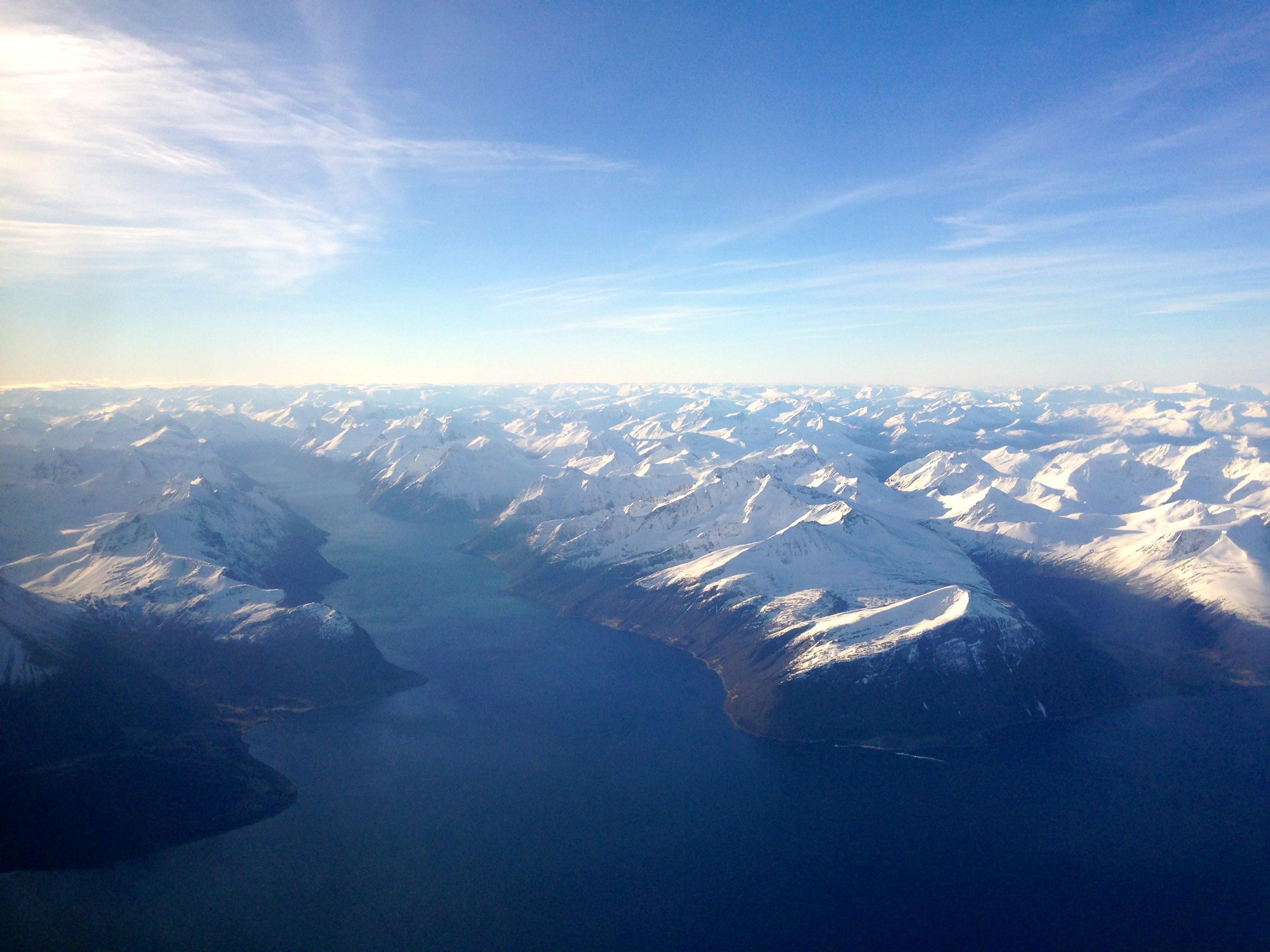 Hjørundfjorden er omringet av flotte sunnmørske tinder.