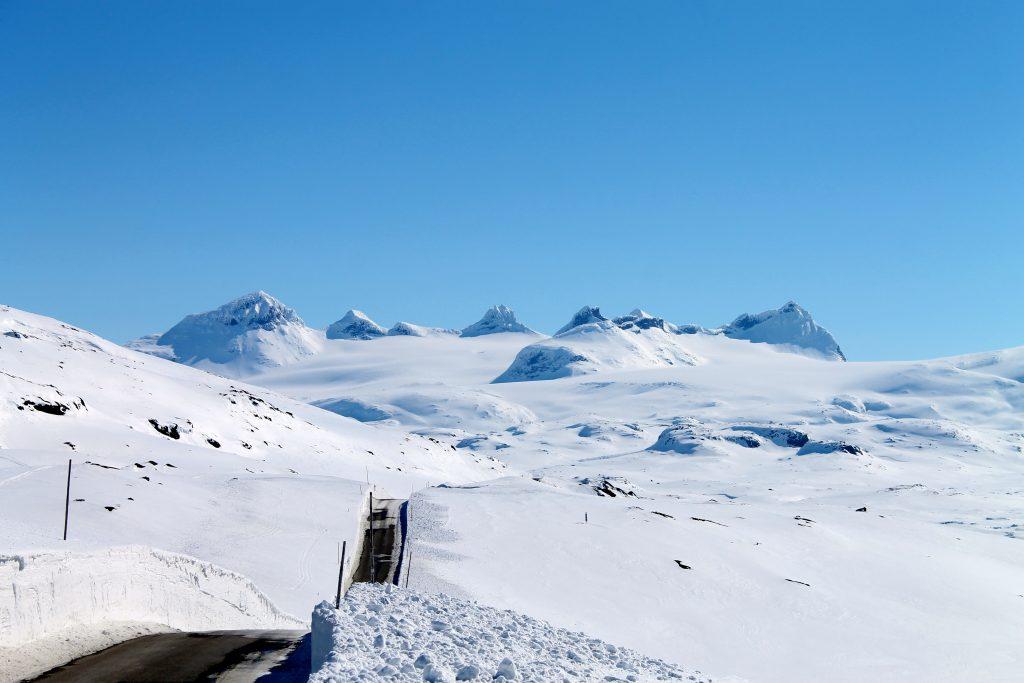Turen over Sognefjellet står høyt på listen over landets flotteste og mest spektakulære fjelloverganger. Her med Smørstabbtindan i bakgrunnen.