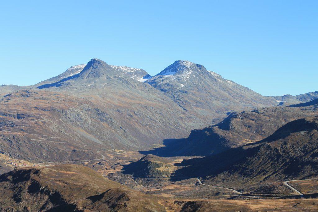 Turtagrø med Staindalsnosi og Fannaråki i bakgrunnen.
