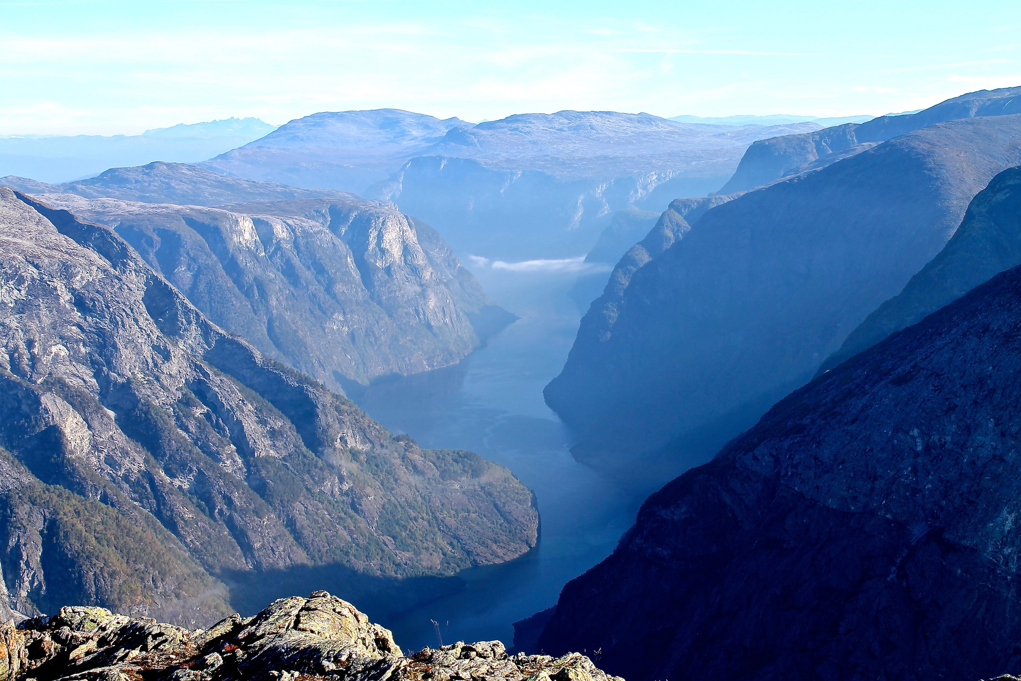 Nærøyfjorden sett fra Bakkanosi, mot Kalvsnesnosi.