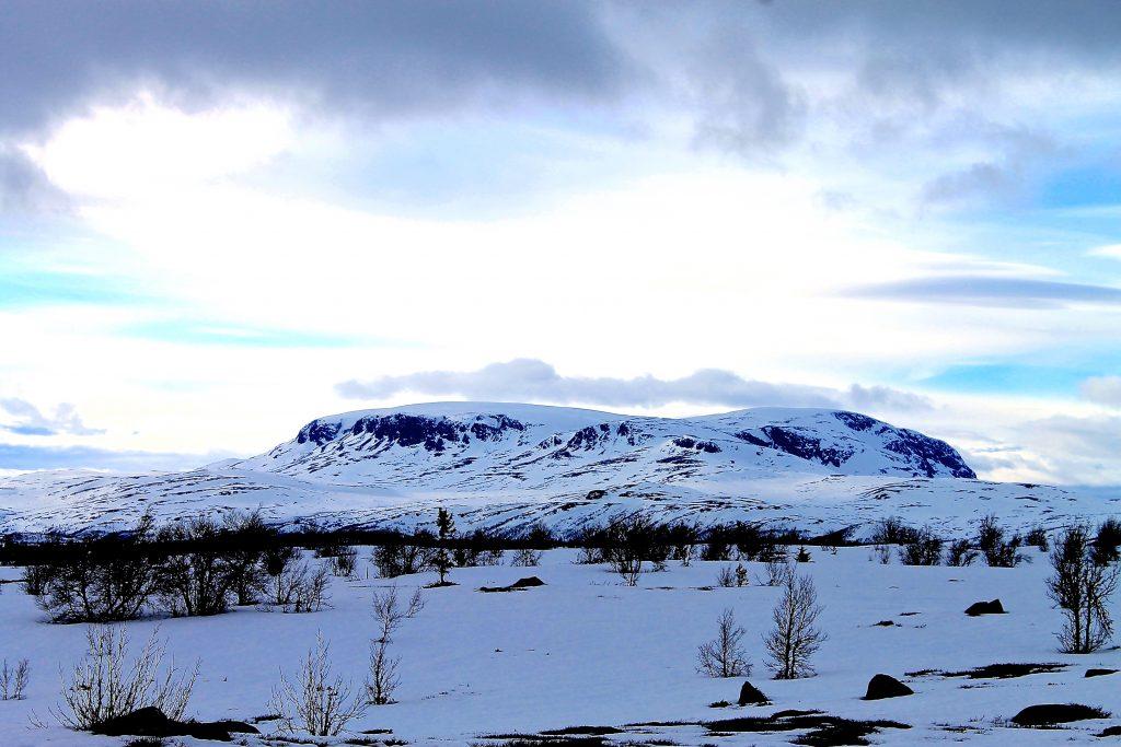 Reineskarvet (1.791 moh) er både litt lavere og kortere enn sin storebror Hallingskarvet.
