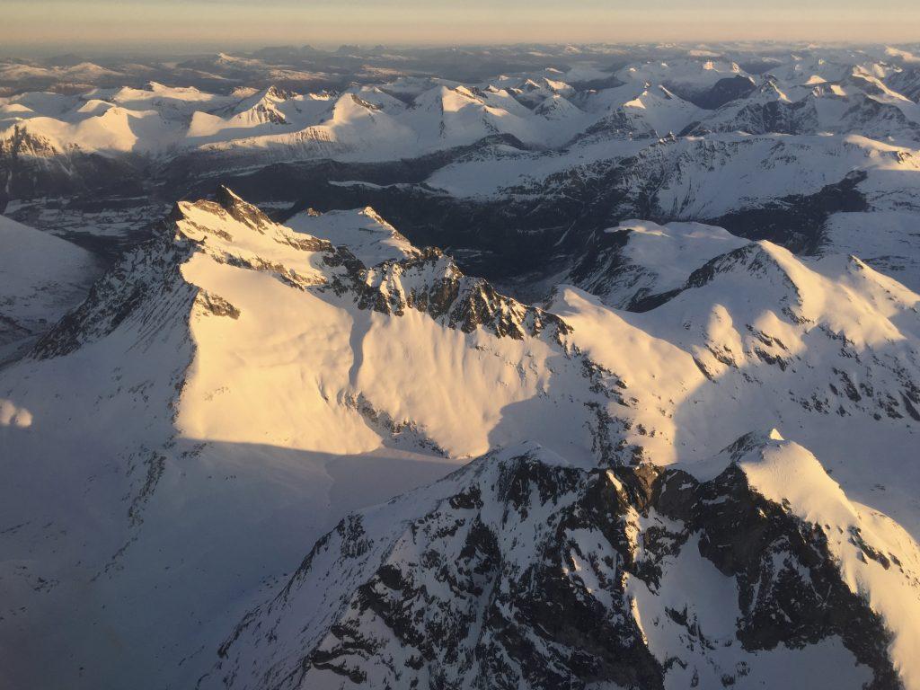 Romsdalshornet med Venjetindan bak sett fra luften.