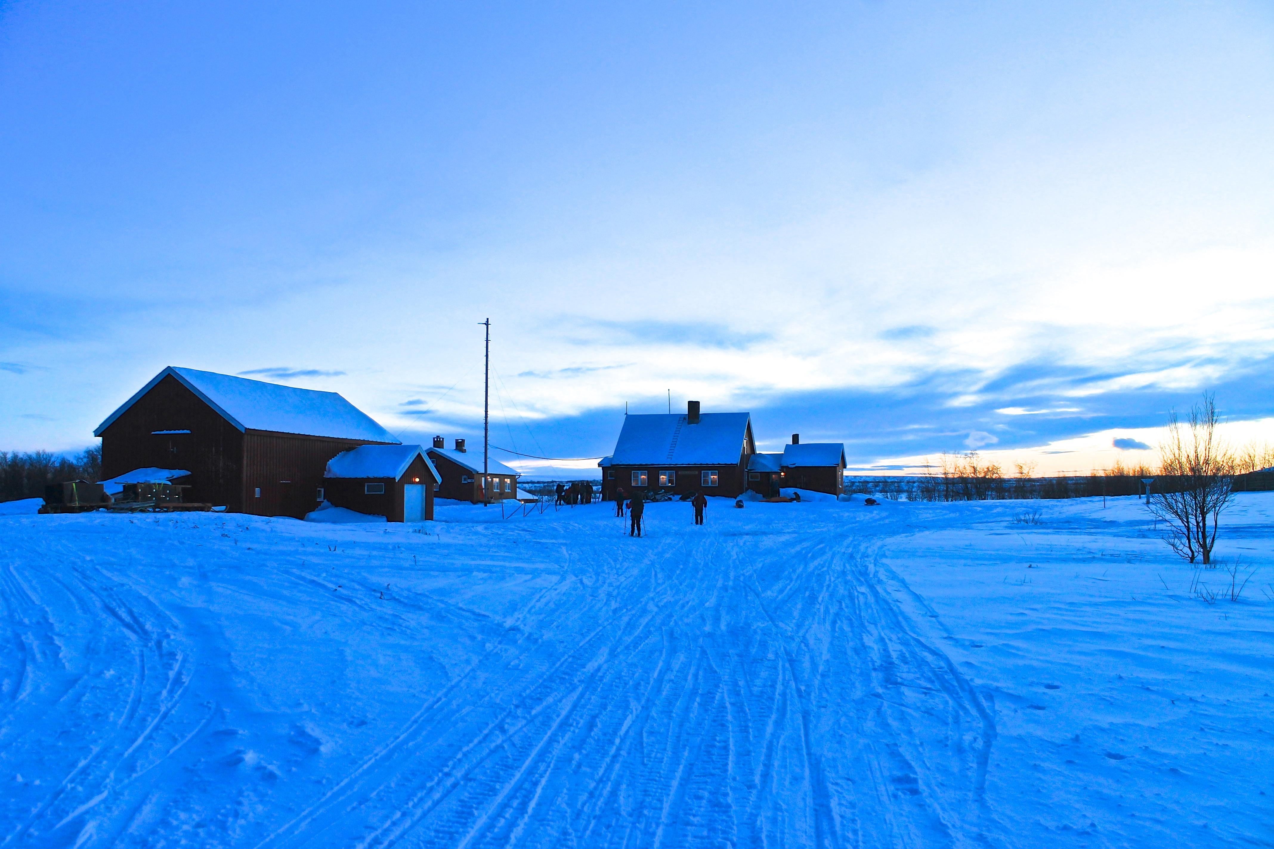 Molliesjohka fjellstue ligger midt inne på Finnmarksvidda og er en av statens fast bebodde fjellstuer.