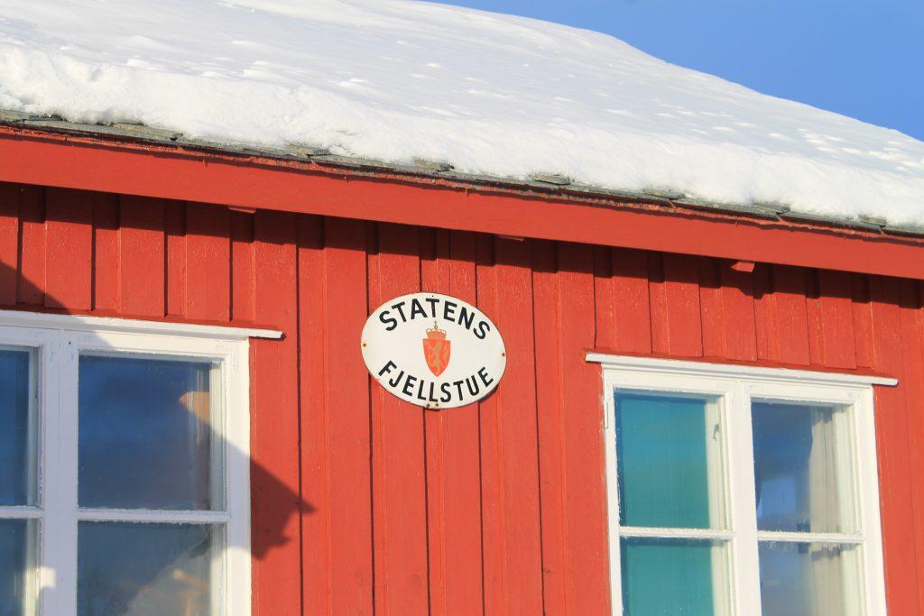Ravnastua er en av tre statlige fjellstuer mellom Alta og Karasjokk. Fjellstuen er fast bebodd.