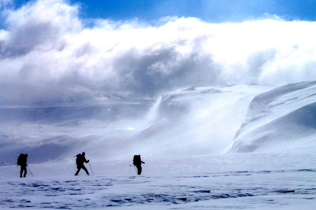 Nedkjøring fra Hardangerjøkulen i sør over brefallet Vestra Leirebottsskåka.