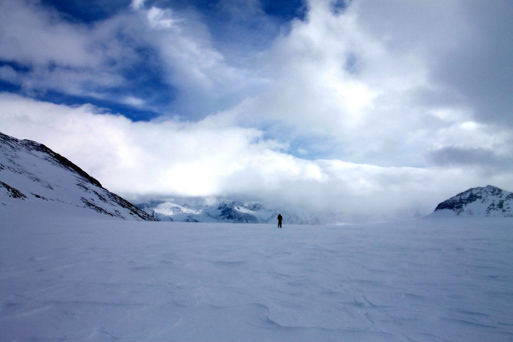 På toppen der Hellstugubrean møter Memurubrean (1.952 moh).