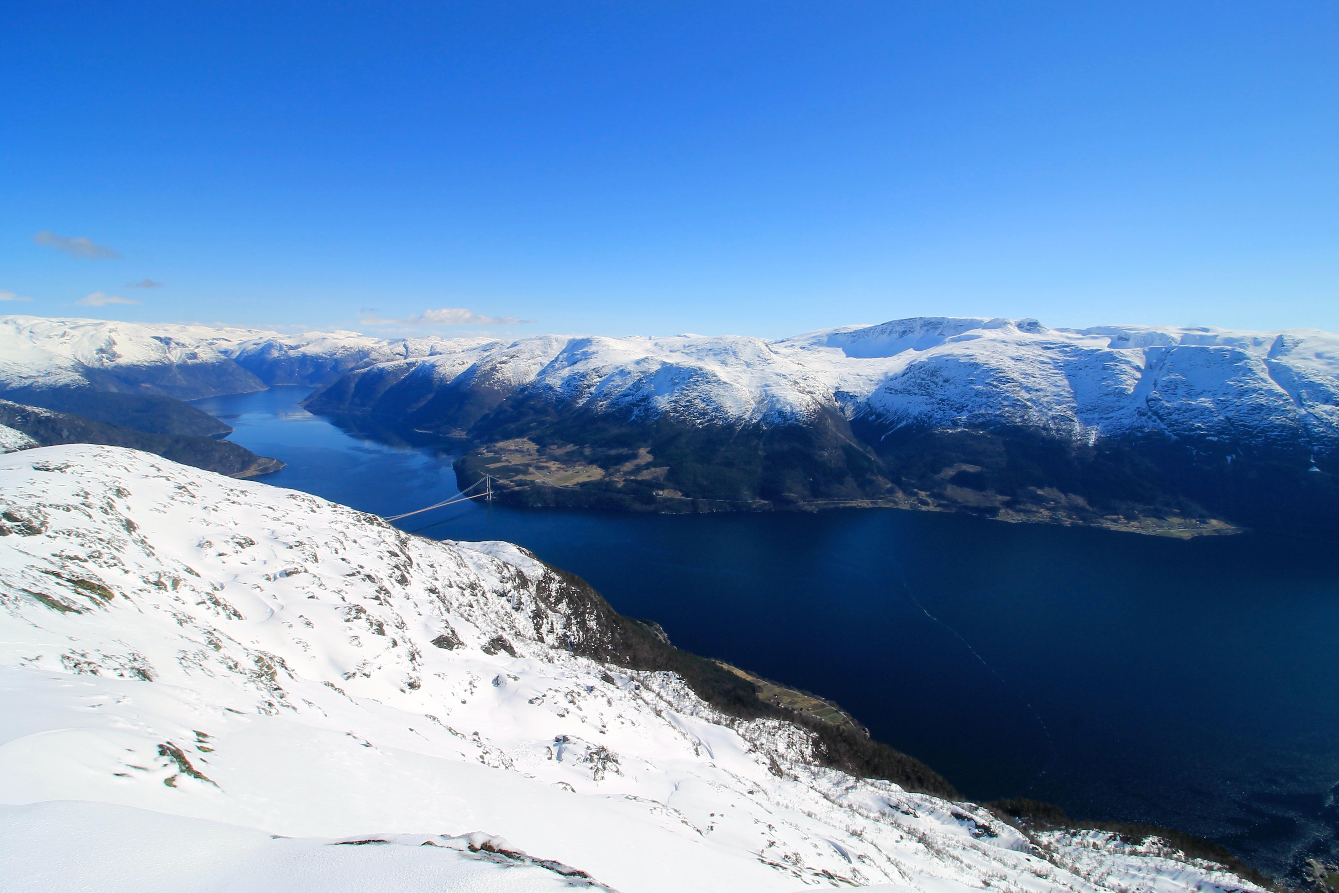 Utsikt over Eidfjorden innerst i Hardagner fra Ingebjørgfjellet.