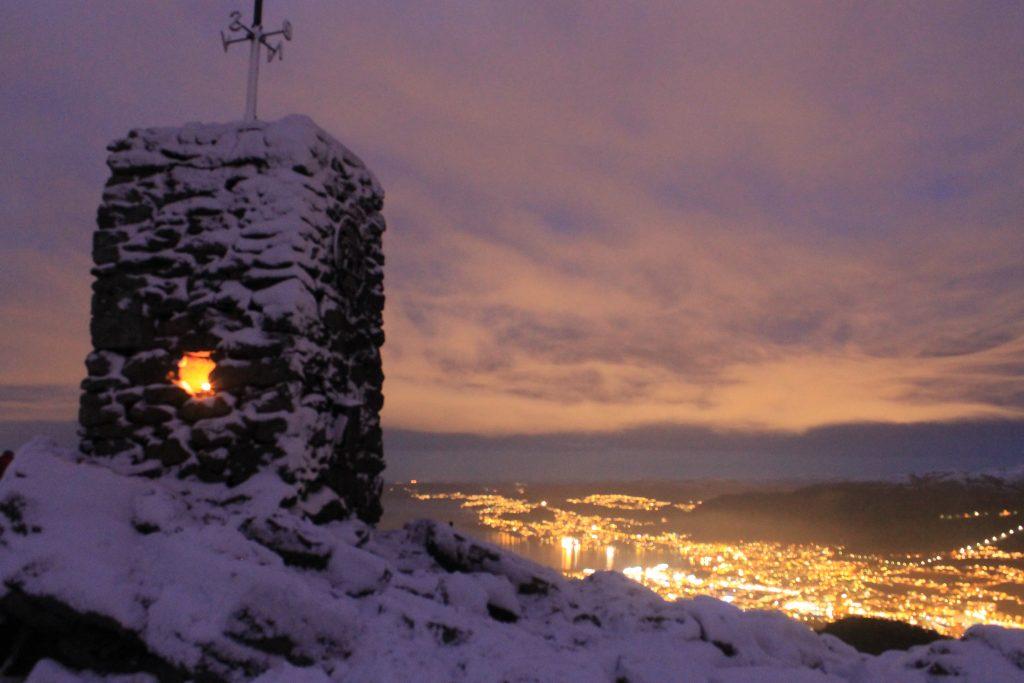 Ved varden på toppen av Løvstakken (477 moh).