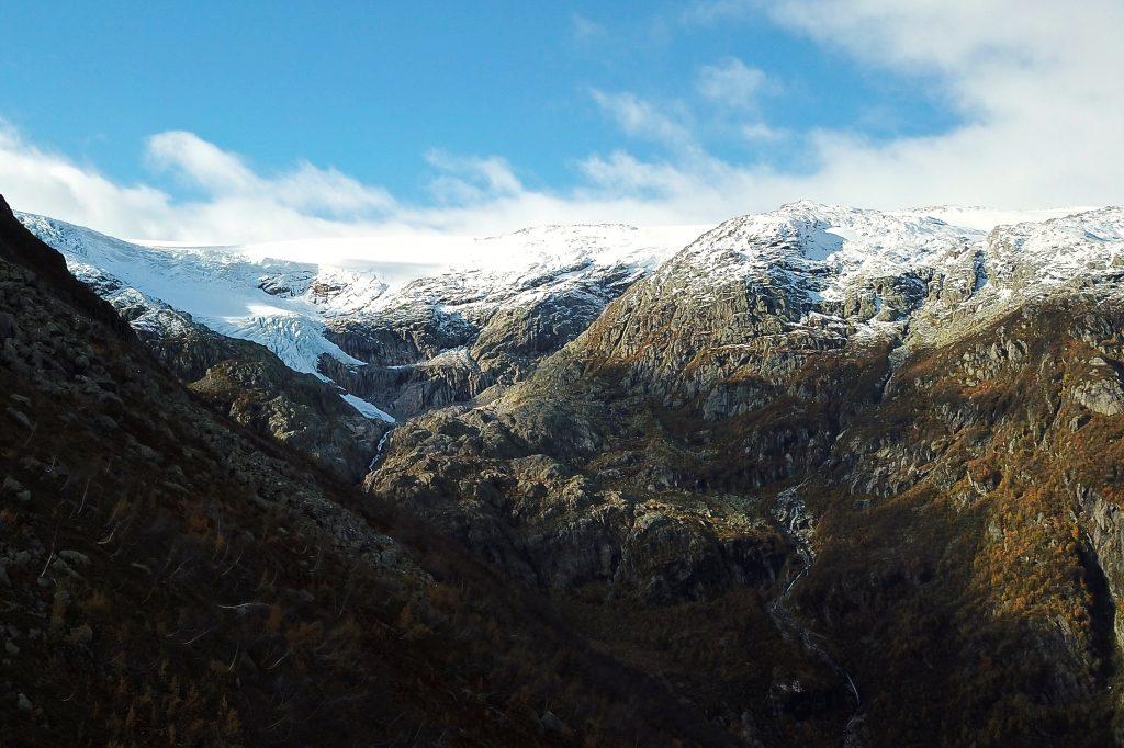Nedre- og Øvre Buarbreen er to flott brefall i Buardalen på Folgefonnas østlige side.