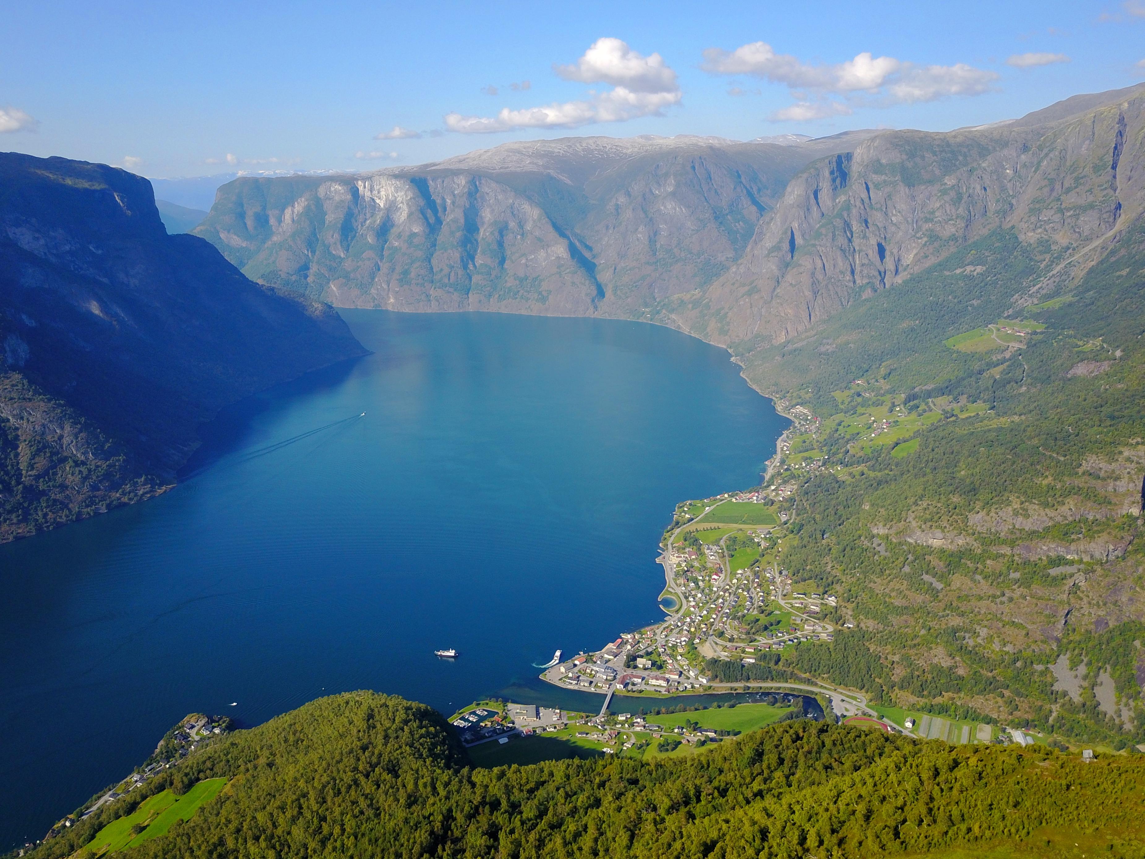 Aurlandsfjorden og Aurlandsvangen sett fra Hovdungo.
