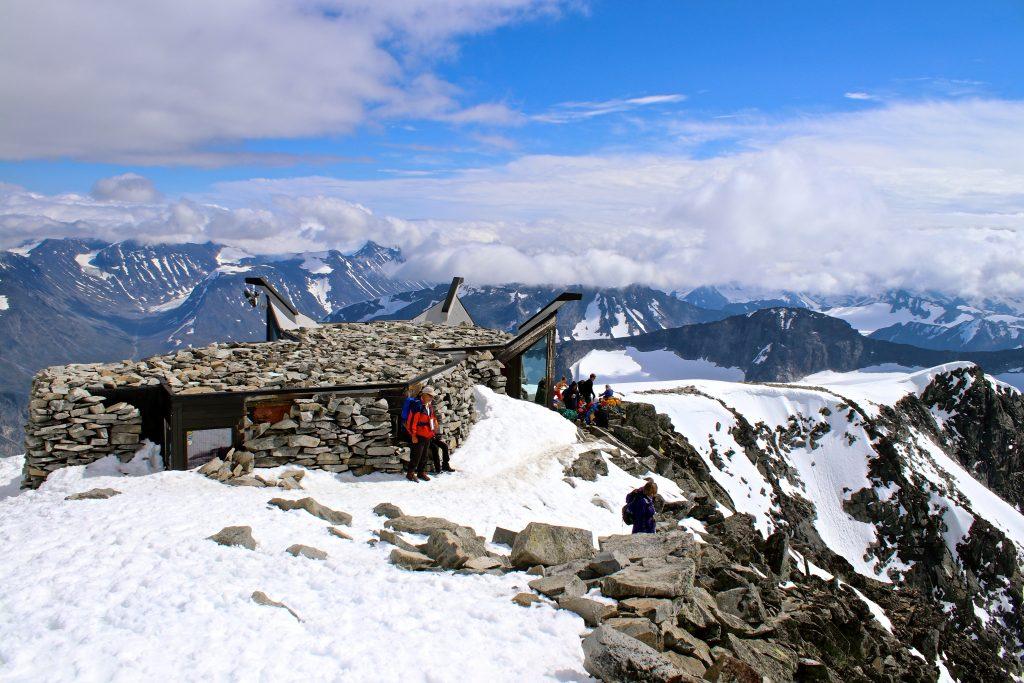 Toppen av Galdhøpiggen er målet på traversen Svellnosbrean rundt.