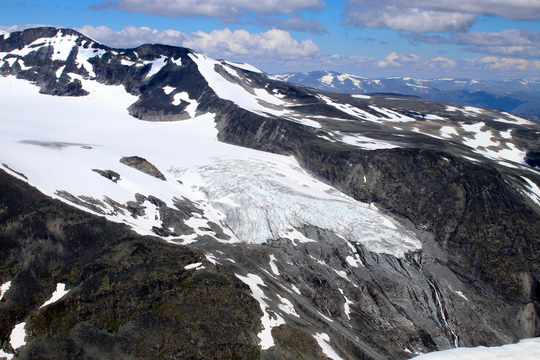 Svellnosbrean sett fra Styggehøe. Blåisen nederst på breen har fått kallenavnet Eventyrisen.